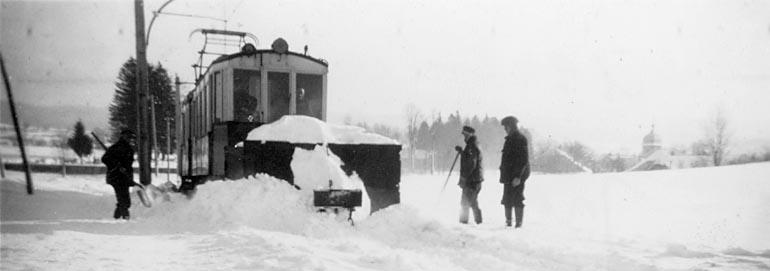 Le Tram Bloqué Dans La Neige Entre Mignovillard Et Petit-Villard