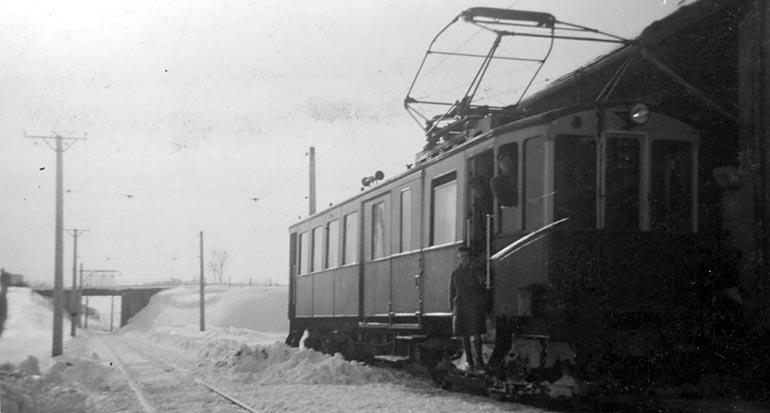 Le Tram En Gare De Froidefontaine. Au Fond Le Pont De La Route De La Grange Des Prés