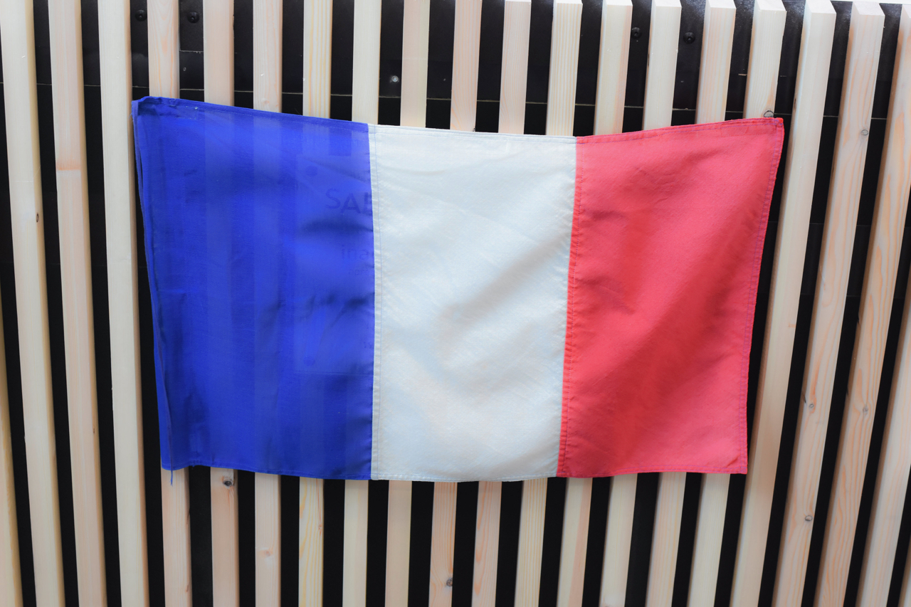 Drapeau Tricolore En Attente Du Dévoilement