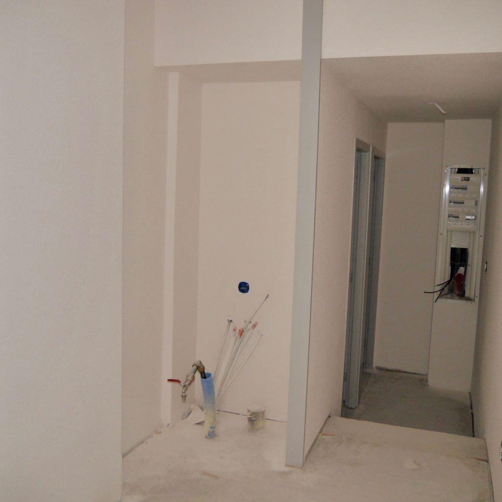 Couloir Avec Rangement Et Emplacement Pour Ballon Thermodynamique Du Logement 1 (même Rangement Pour Le Logement 2)