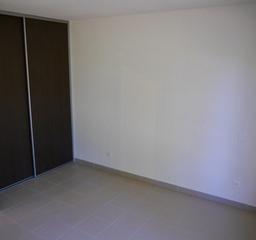 Chambre 1 Du Logement 1 (rdc), Avec Placard