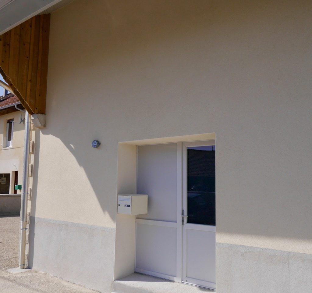 Porte D'entrée Et Boîte Aux Lettres Du Logement 2 (1er étage)