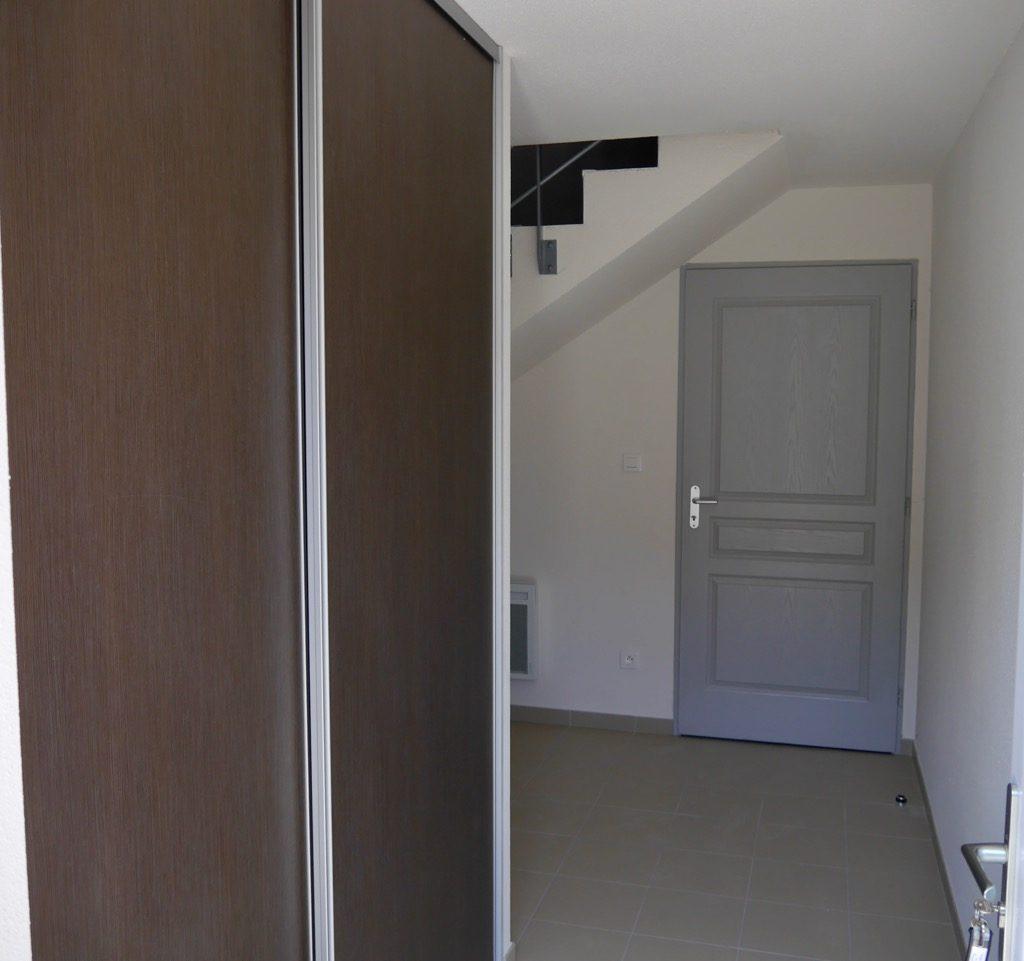 Entrée Du Logement 2 (1er étage) Avec Placard Et Accès Au Garage