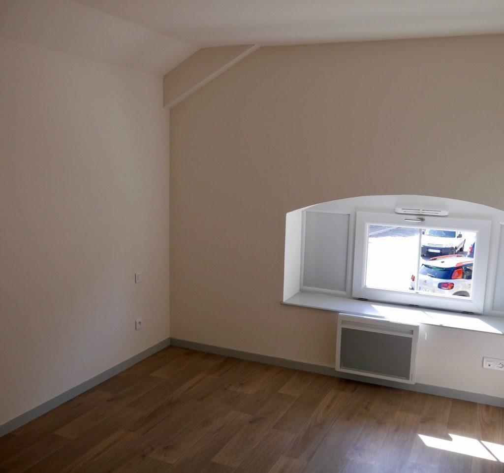 Chambre 3 Du Logement 2 (1er étage) Avec Panneau Rayonnant