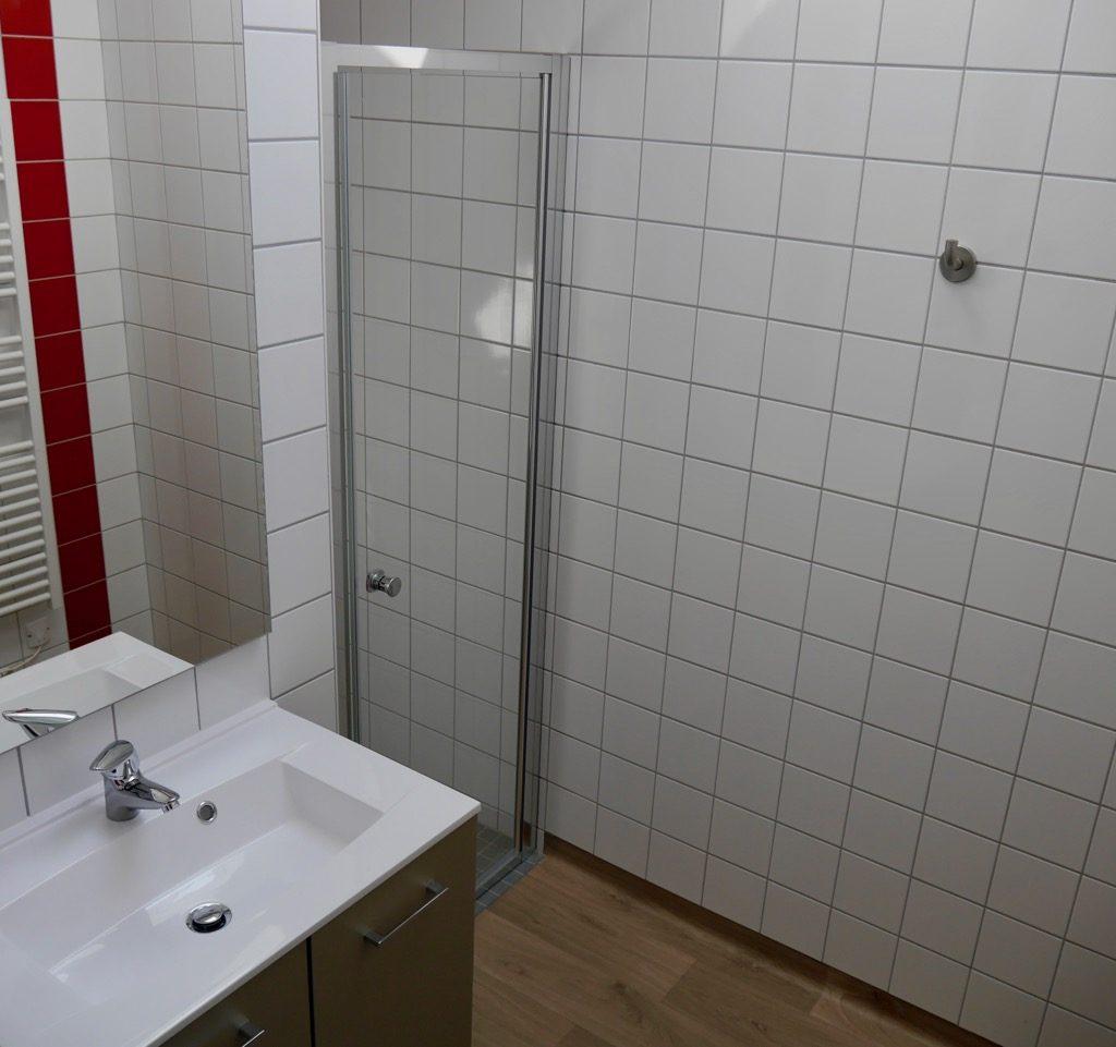Salle D'eau Du Logement 2 (1er étage) Avec Douche Italienne