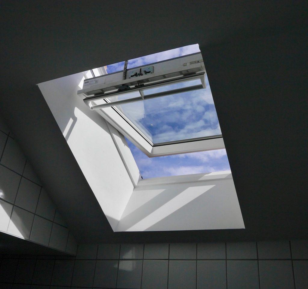 Fenêtre De Toit Motorisée Dans La Salle D'eau Du Logement 2 (1er étage)