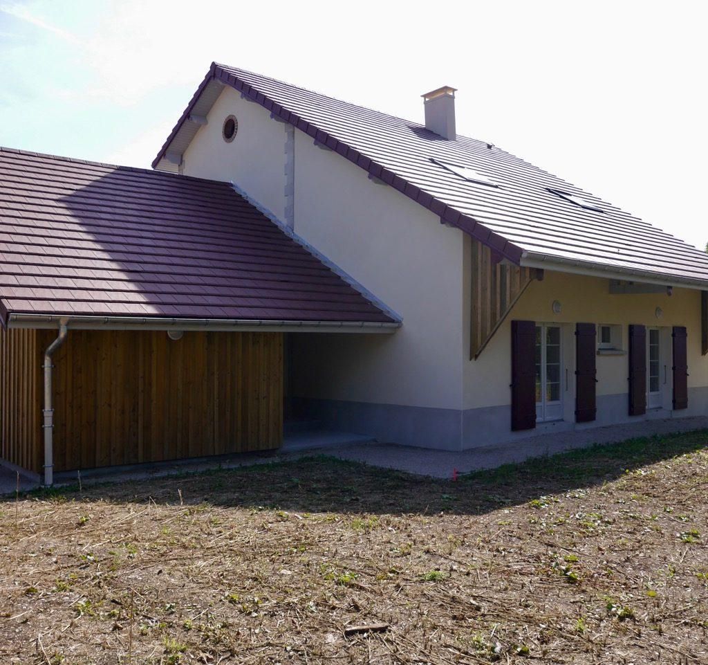 Entrée Couverte Du Logement 1 (rdc) Et Portes-fenêtres Des Chambres