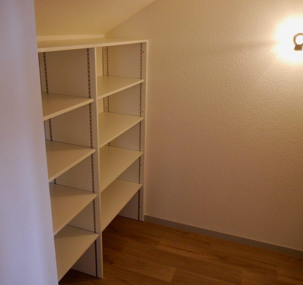 Cellier Du Logement 2 (1er étage) Avec Rayonnages De Chaque Côté