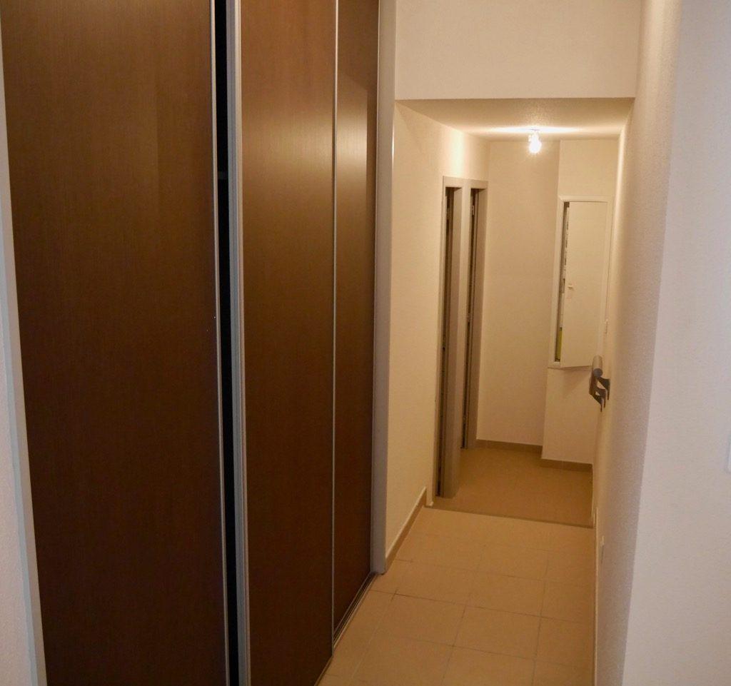 Couloir Avec Placard (rangement, Penderie Et Chauffe-eau Thermodynamique)