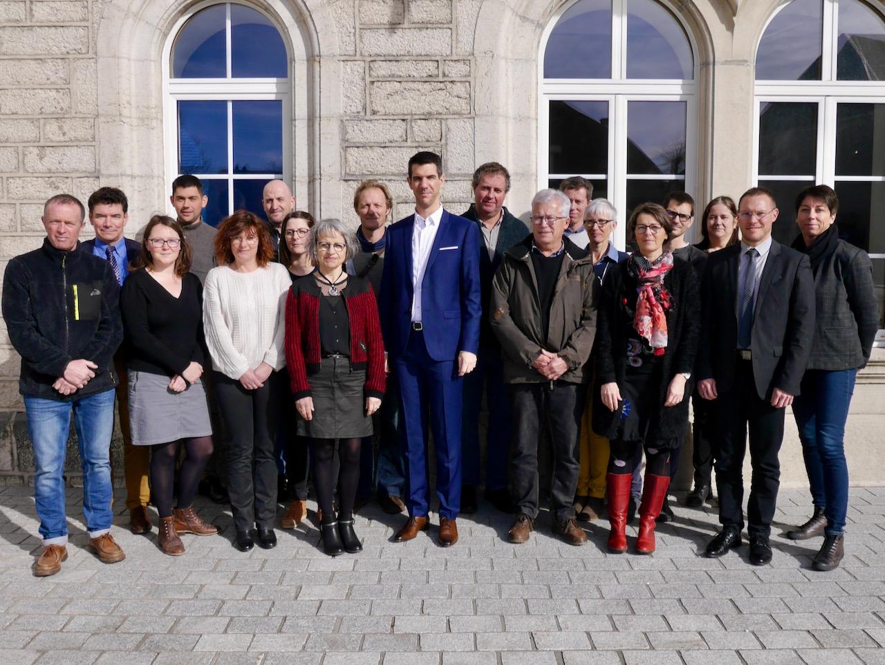 Le Maire Et Les Adjoints élus Par Le Nouveau Conseil Municipal